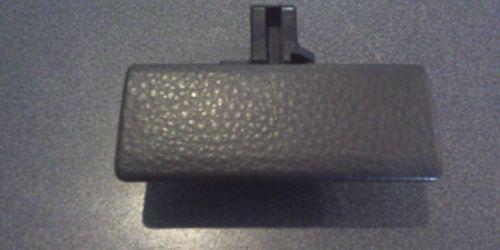 Suzuki SX4 Kesztyűtartó kilincs, ajtózár Fekete színű 73430-86G00-SIS 7900Ft