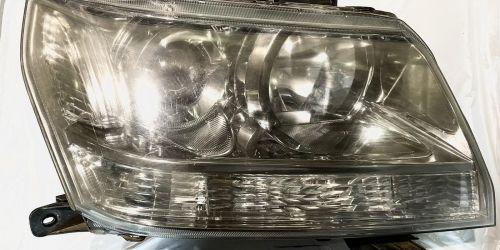 2005-2015 Suzuki Vitara - Jobb oldali fényszóró /Gyári/ A fényszóróállító motor nem tartozéka! Eredeti Suzuki alkatrész: 35130-65J00 19900Ft